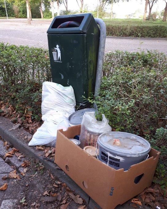 Afvalbakken op het Eilandplein